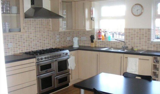 rooms for rent stevenage hertfordshire houses to rent stevenage rh roomsforlet co uk