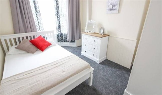 Middlesbrough Barco Properties Are Pleased To Offer This Stylish Four Bedroom Mid Terraced Property Available To Students Professionals July 2018