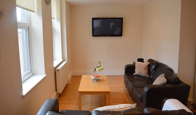 Taylored Lets Are Pleased To Advertise 1 Room In This 6 Bedroom Student  House Share In Heaton. Available From The 31st May 2019, This Room Is  Priced At £300 ...