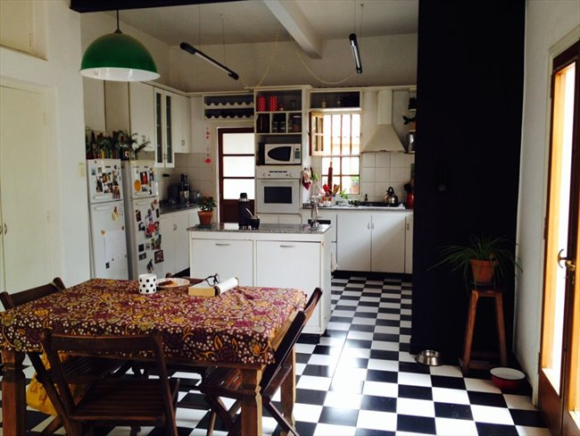 Habitacion en alquiler en Córdoba - Habitación en casa grande con pileta en Alta Cba   CompartoDepto - Image 1