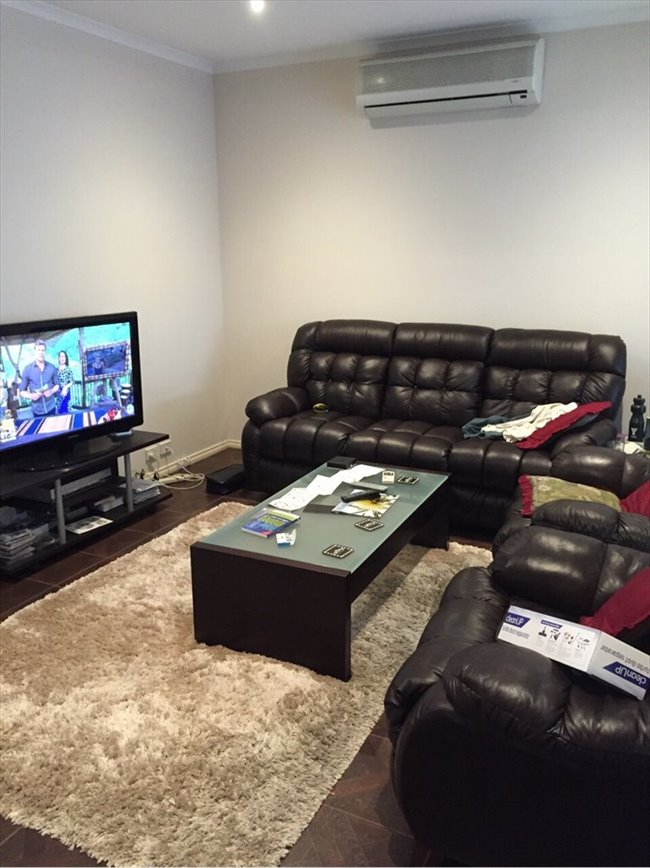 Double room available in 3 bdrm Townhouse - Lyndhurst, South East - Image 5