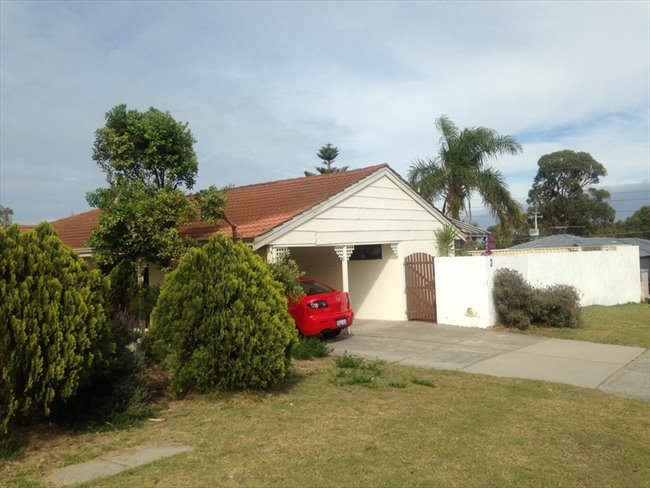 PADBURY - LARGE HOUSE WITH POOL! - Padbury, North West - Image 1