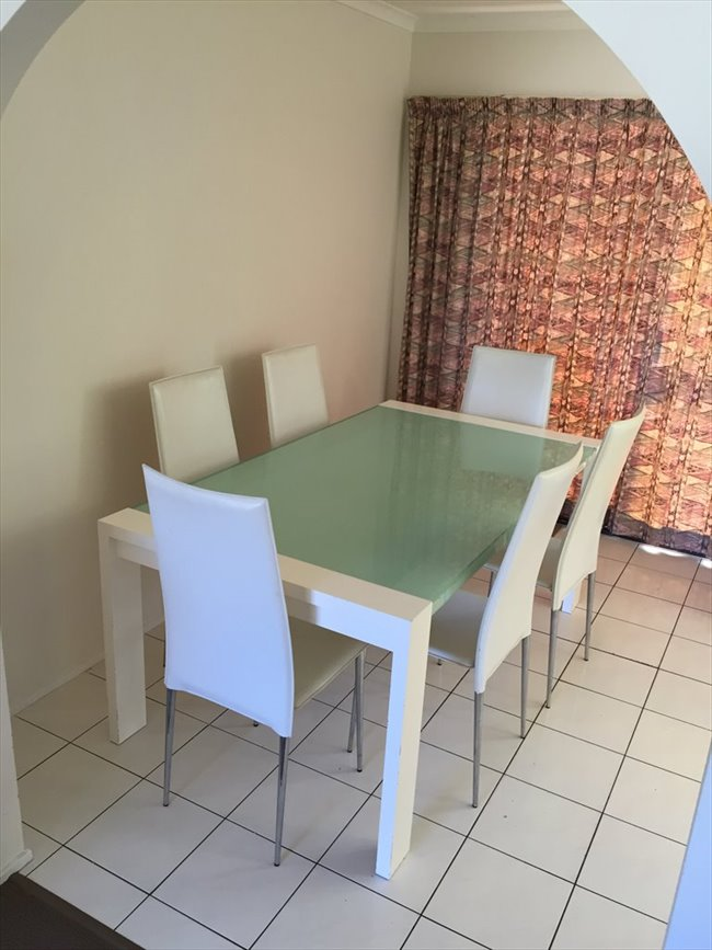 Room available in quiet neighborhood Bundall - Bundall, Central Gold Coast - Image 2