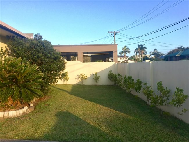 Room available in quiet neighborhood Bundall - Bundall, Central Gold Coast - Image 4