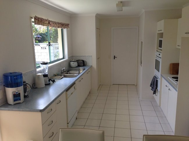 Room available in quiet neighborhood Bundall - Bundall, Central Gold Coast - Image 6