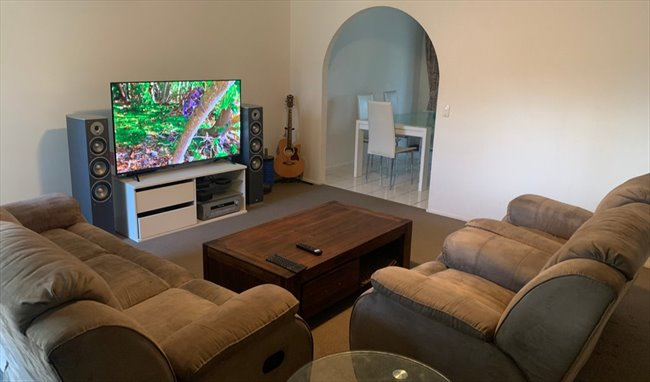 Room available in quiet neighborhood Bundall - Bundall, Central Gold Coast - Image 7