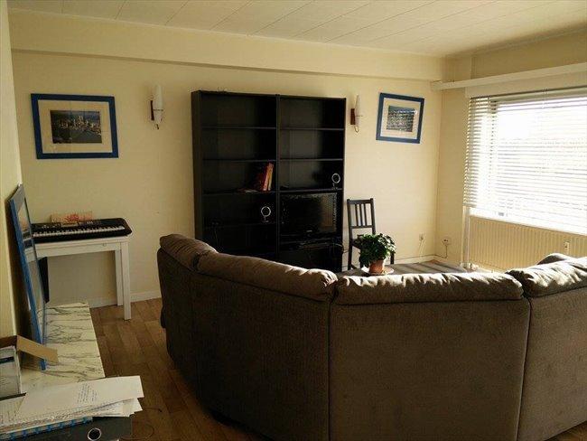 Colocation à La Louvière - petite chambre dans appartement meublé au 4e étage d'un immeuble   Appartager - Image 1