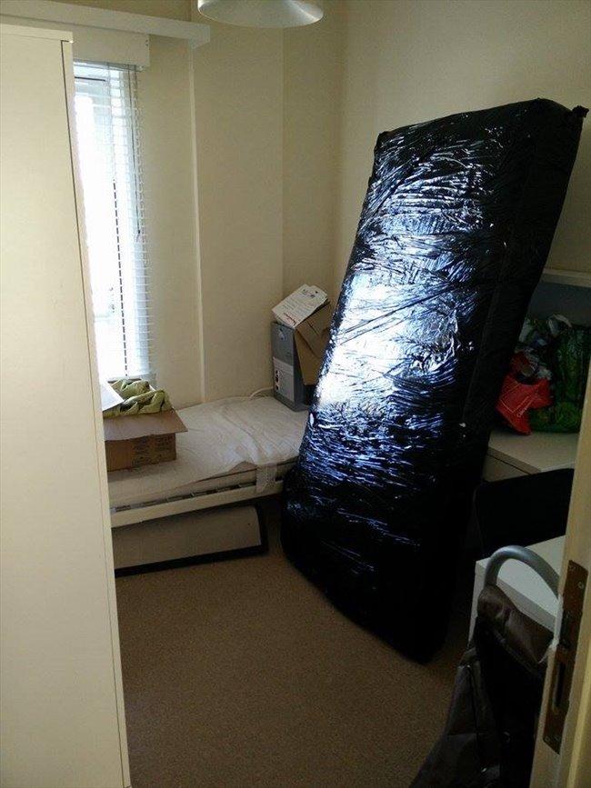 Colocation à La Louvière - petite chambre dans appartement meublé au 4e étage d'un immeuble   Appartager - Image 8