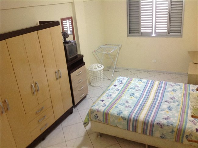 Aluguel kitnet e Quarto em Curitiba - Temos um quarto vago | EasyQuarto - Image 1