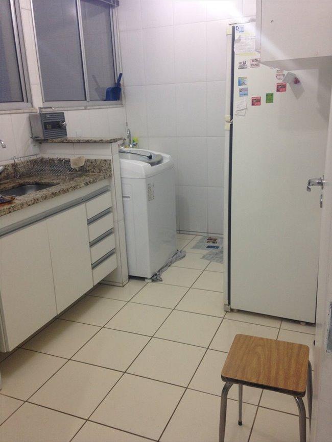 Aluguel kitnet e Quarto em Belo Horizonte - QUARTO sem armário - Ambiente familiar | EasyQuarto - Image 4