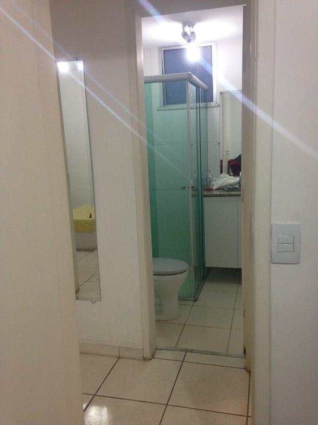 Aluguel kitnet e Quarto em Belo Horizonte - QUARTO sem armário - Ambiente familiar | EasyQuarto - Image 5