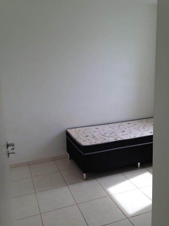 Aluguel kitnet e Quarto em Belo Horizonte - QUARTO sem armário - Ambiente familiar | EasyQuarto - Image 6