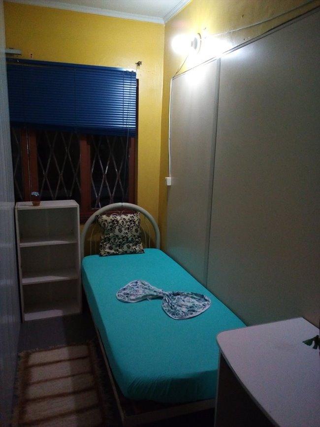 Quarto individual mobiliado em ótima casa - Centro - Image 3