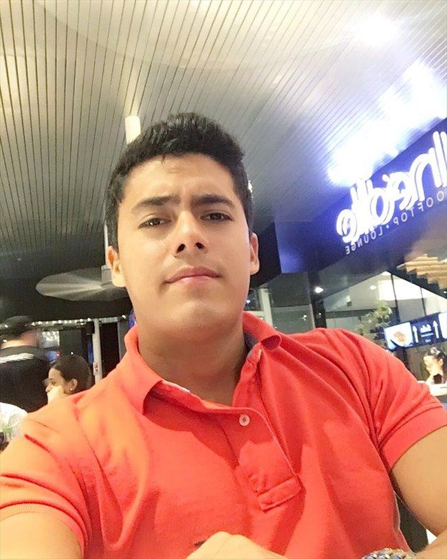 Keny Morales - Profesional - Hombre - Santiago - Image 1