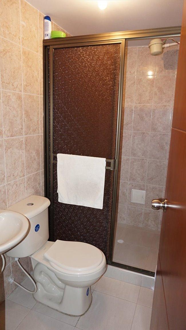 Habitacion en arriendo en Bogotá - Vive independiente compartiendo apto. Hab individual baño compartido.   CompartoApto - Image 4