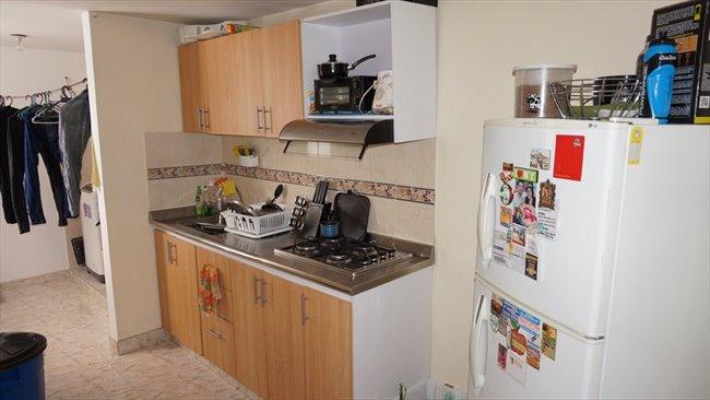 Habitacion en arriendo en Bogotá - Vive independiente compartiendo apto. Hab individual baño compartido.   CompartoApto - Image 5