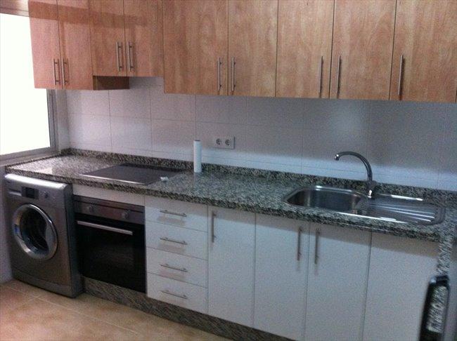 Piso Compartido en Malaga - UMA El Ejido REFORMADO muebles nuevos.2014/15   EasyPiso - Image 6