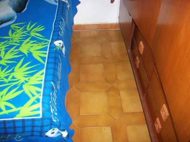 Piso Compartido en Tetuán - habitacion grande luminosa solo chica estudiante--cerca UNIVERCIDADES-MADRID   EasyPiso - Image 2