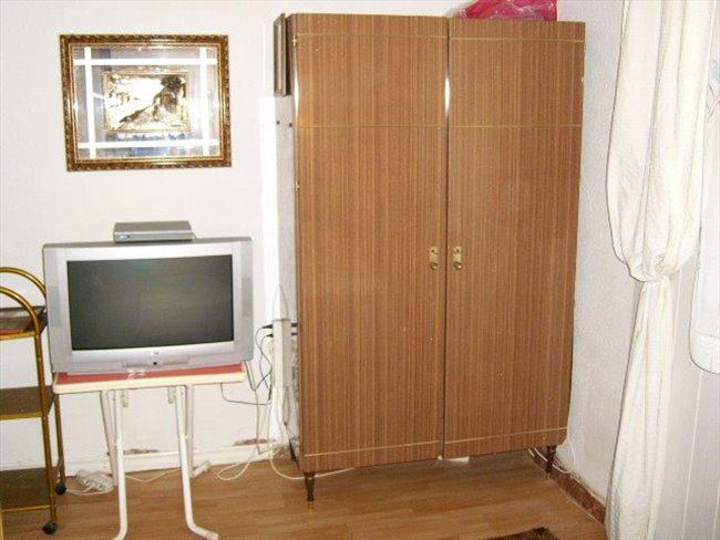 Piso Compartido en Tarragona - habitacion  | EasyPiso - Image 2