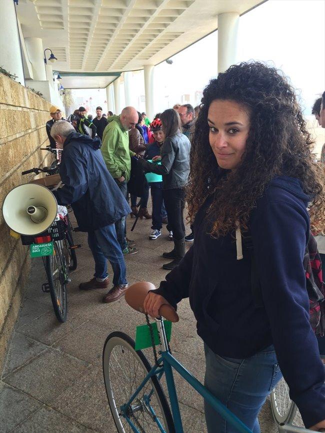 Sonia - Estudiante - Mujer - Madrid - Image 1