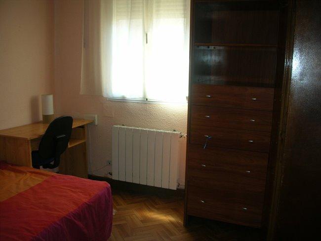 Piso Compartido - Valladolid -  Habitacion a chica no fumadora, cerca del Clinico, Universidad, Centro | EasyPiso - Image 1