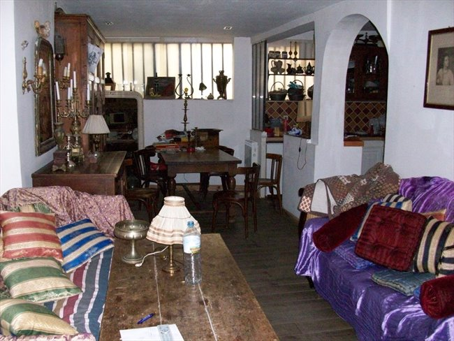 colocation gay sur paris. Black Bedroom Furniture Sets. Home Design Ideas