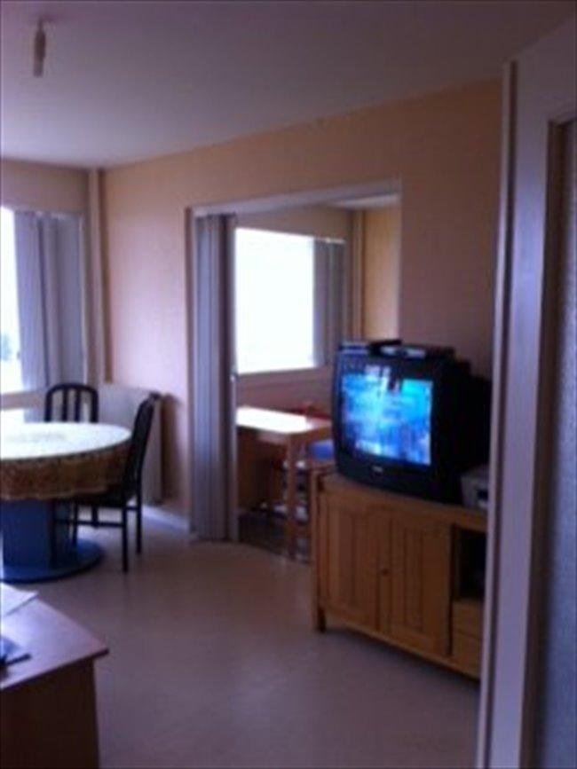 Colocation buxerolles chambre meubl e lit armoire - Bureau dans armoire ...