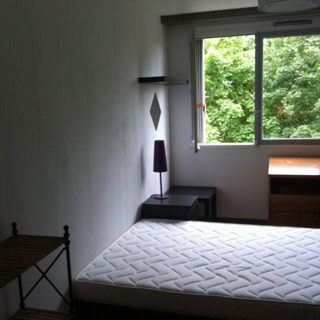 colocation epinay sur seine chambre meubl e dans appartement contemporain appartager. Black Bedroom Furniture Sets. Home Design Ideas