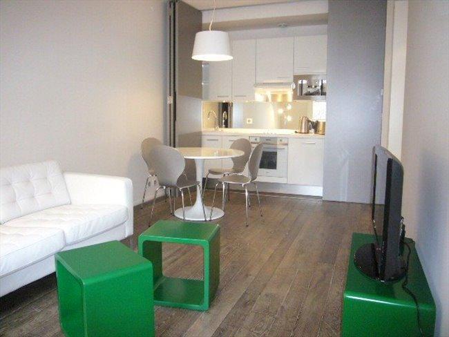 Colocation 6 me arrondissement appartement deux pi ces for Piscine 75017