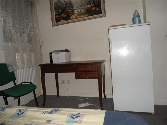 colocation 14 me arrondissement loue chambre meubl e pr s parc montsouris appartager. Black Bedroom Furniture Sets. Home Design Ideas