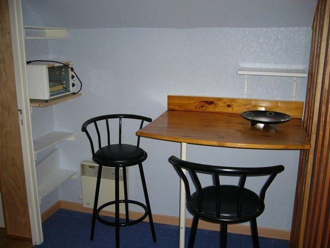 Chambre meublée dans pavillon Entrée indépendante - Beaucouzé, Angers Périphérie - Image 8