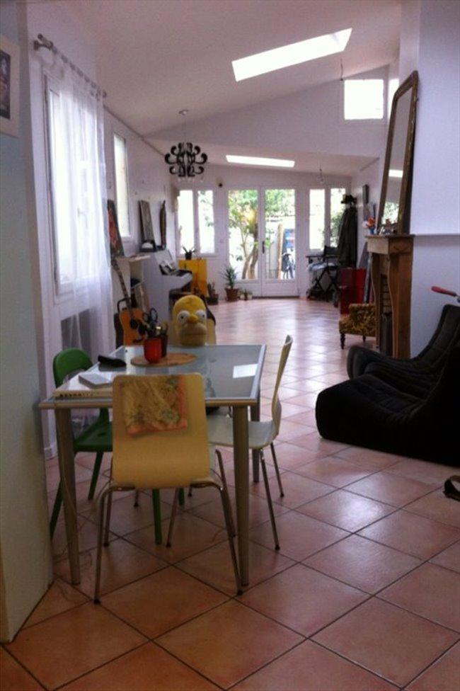 colocation paris ile de france chambre chez l 39 habitant montreuil appartager. Black Bedroom Furniture Sets. Home Design Ideas