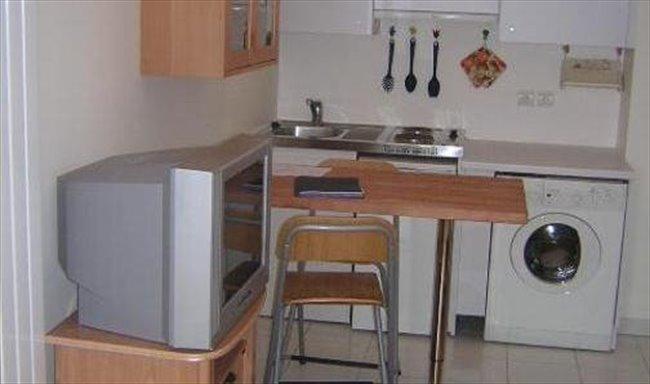 studio meubl de 24m louer 8 me arrondissement lyon. Black Bedroom Furniture Sets. Home Design Ideas