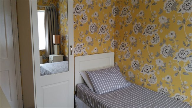 Room to rent in Dublin - Furnished bedroom - Image 1