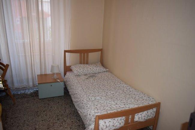 Stanze in Affitto - Genova - Vicino Università Via Balbi, No Centro Storico, solo studentesse. | EasyStanza - Image 3