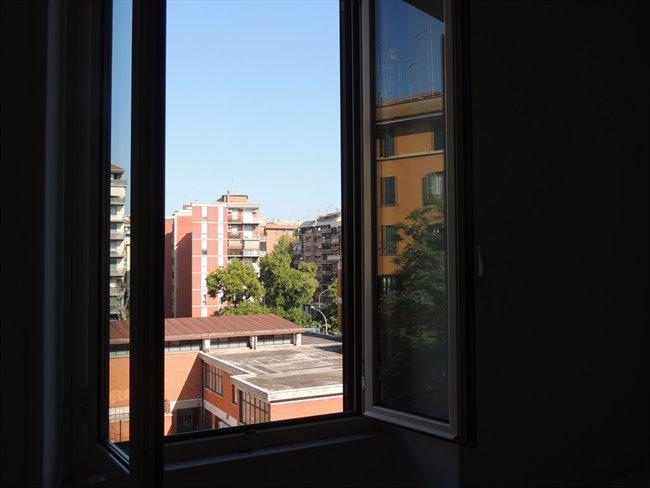 Stanze in affitto roma luminosa stanza furio camillo for Affitto stanza ufficio roma tuscolana