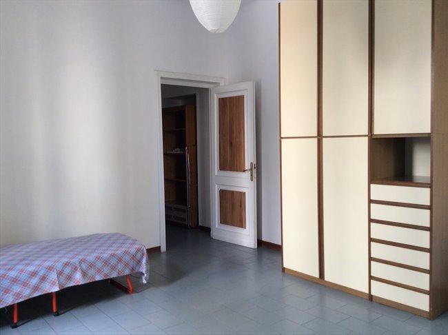 Stanze e Posti Letto in Affitto - Genova - Affitto Stanze per studenti  | EasyStanza - Image 5