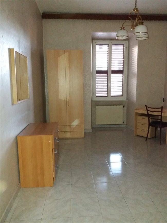 Stanze in affitto marconi ostiense grande singola roma for Affitto ufficio roma ostiense