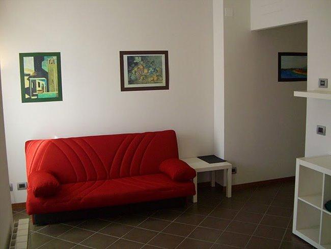 Stanze e Posti Letto in Affitto - Firenze - Ampia e luminosa camera singola a 150 m da Università Novoli | EasyStanza - Image 4