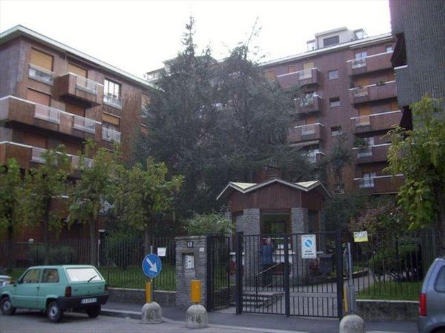 Stanze e Posti Letto in Affitto - Bovisa - Niguarda - Bicocca - camera singola metro gialla maciachini e dergano | EasyStanza - Image 3