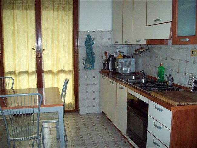 Stanze e Posti Letto in Affitto - Bovisa - Niguarda - Bicocca - camera singola metro gialla maciachini e dergano | EasyStanza - Image 5