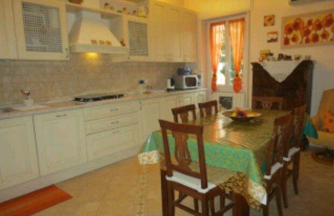Stanze e posti letto in affitto brescia stanza singola for Stanze in affitto brescia