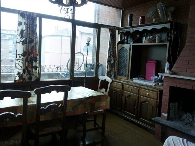 Stanze e posti letto in affitto marconi ostiense ampia for Affitto ufficio roma ostiense
