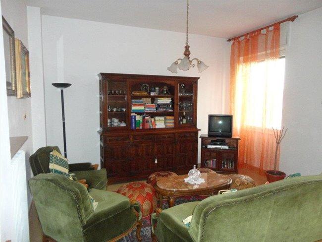 Stanze in Affitto - Verona - Bel appartamento | EasyStanza - Image 2