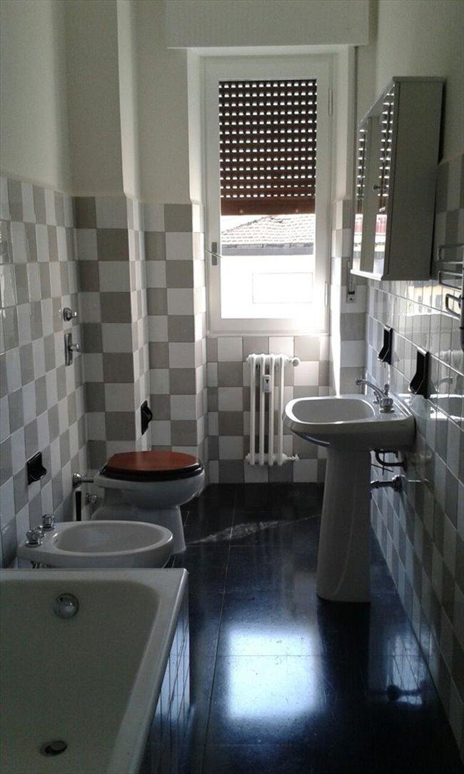 Stanze in affitto milano stanza singola via costa 33 for Stanza singola milano