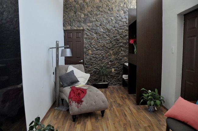 Cuartos en Renta - Querétaro - Ahora  reforma 110 cuartos con baño propio | CompartoDepa - Image 4