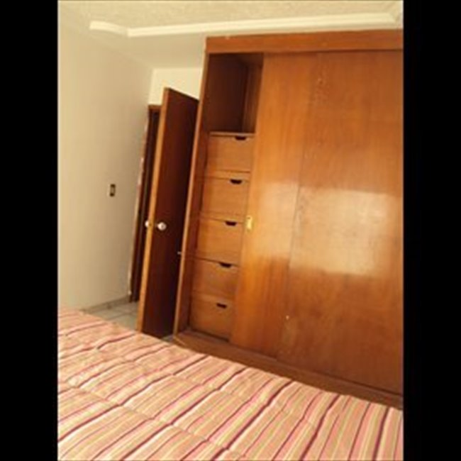 Cuarto en renta en Guadalajara - Habitación para mujeres en LA NORMAL   CompartoDepa - Image 4