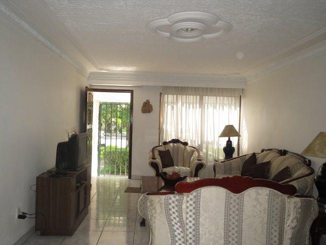 Cuartos en Renta - Guadalajara - Habitación para mujeres en LA NORMAL | CompartoDepa - Image 6