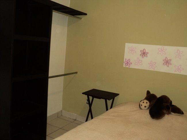 Cuarto en renta en Guadalajara - Habitación para mujeres en LA NORMAL   CompartoDepa - Image 7