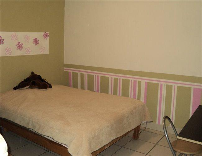 Cuarto en renta en Guadalajara - Habitación para mujeres en LA NORMAL   CompartoDepa - Image 8